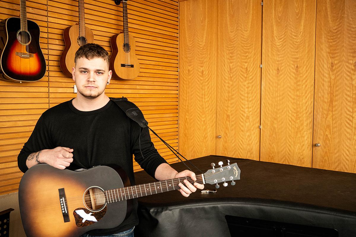 Tim Rönz studiert nicht nur Kulturwissenschaft, sondern ist auch der Sänger seiner Band Frank-Einstein. Und auch als Solokünstler hat er erste Erfolge. Foto: Jan Reutelsterz
