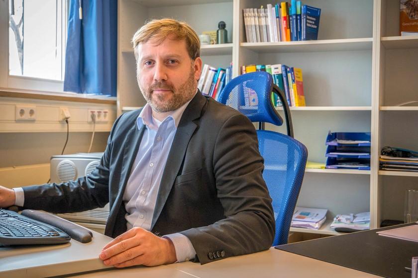 JProf. Dr. Mario Schaarschmidt zählt zu den besten Wirtschaftsforschern Deutschlands. Zurzeit ist er als Ass.-Prof. am Institut für Management tätig. Foto: Jan Reutelsterz