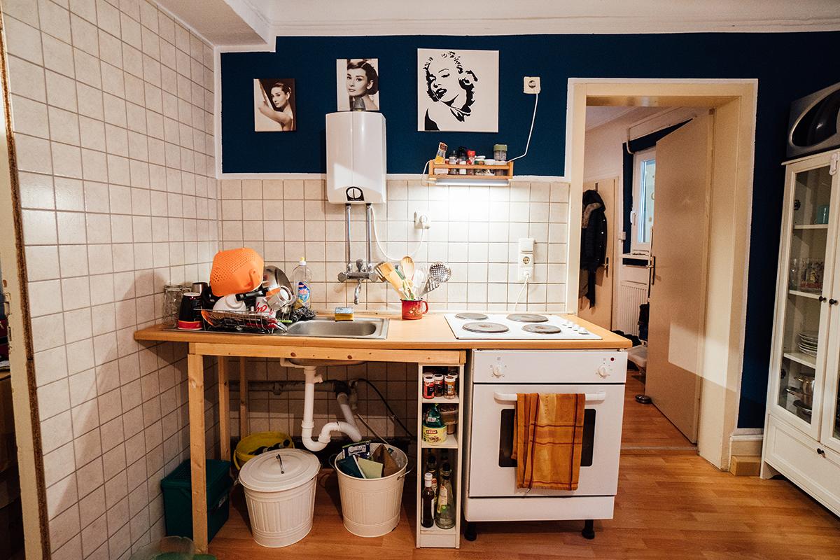 Auch die Küche der WG lebt vom ganz eigenen Design.