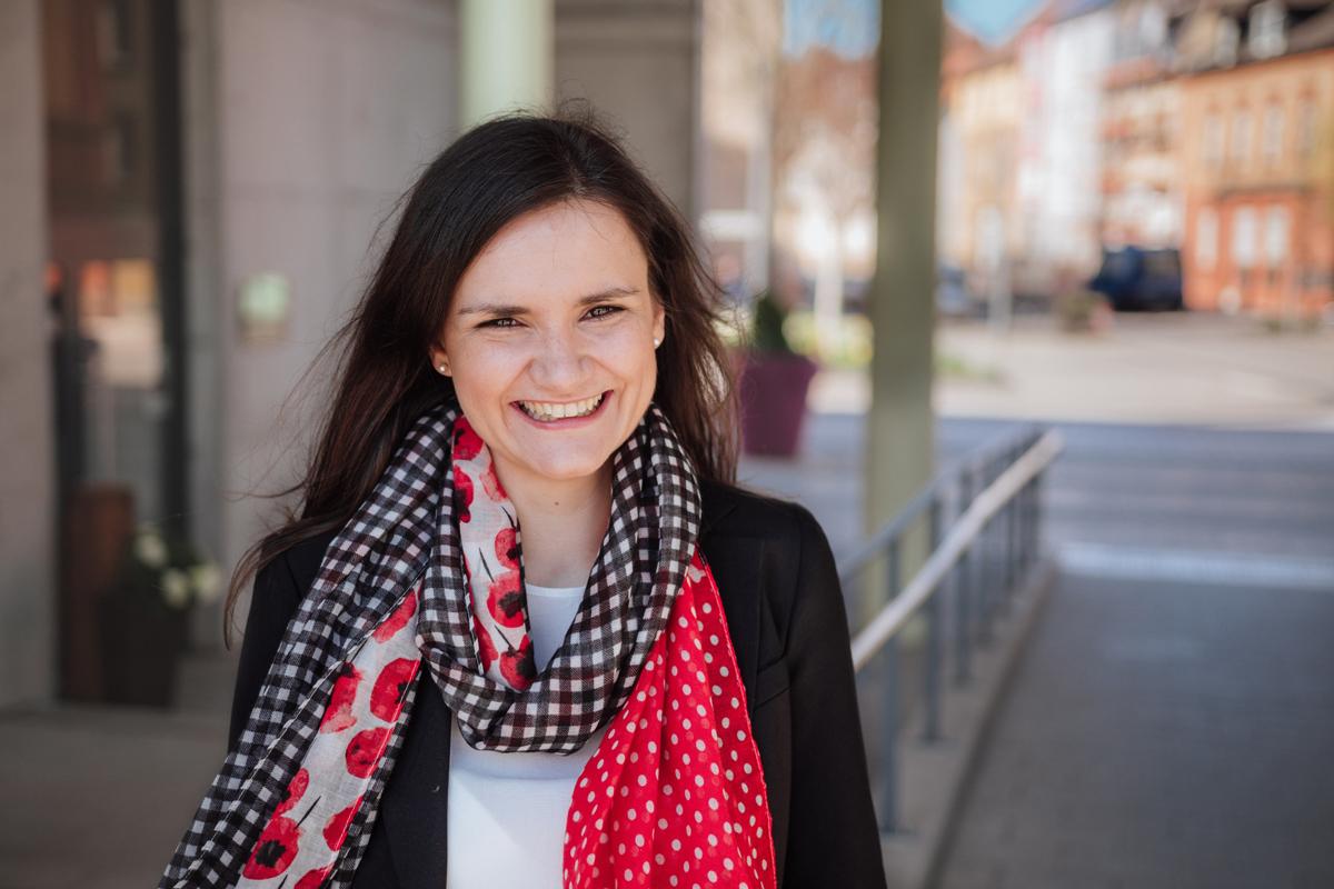Eva Fondel verwirklicht sich gleich zwei Berufsträume, als freiberufliche Diplom-Psychologin ist sie sowohl in der Theorie als auch in der Praxis tätig. Foto: Philipp Sittinger