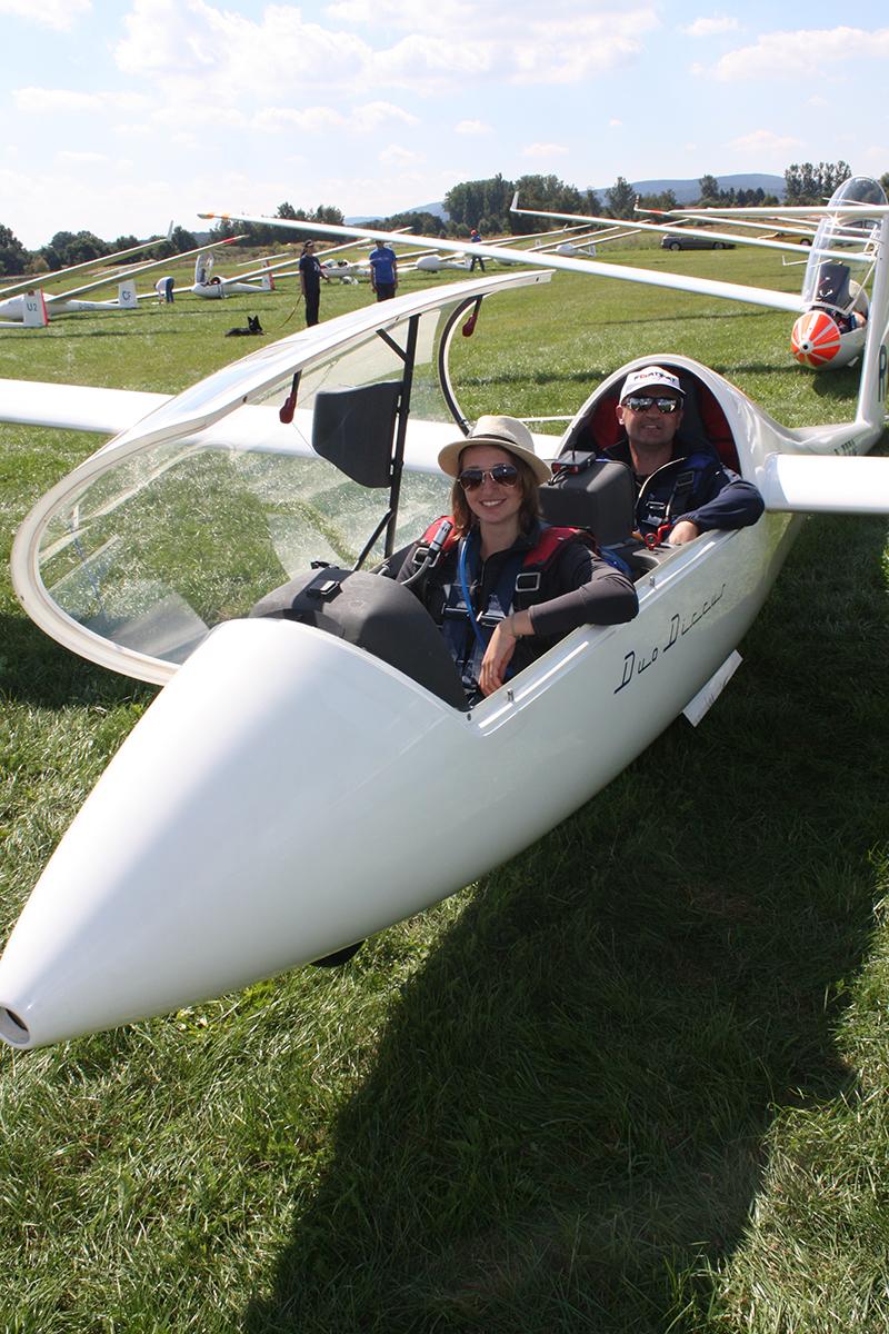 Immer wenn es die Freizeit hergibt, fliegt Singer mit ihrem Vater durch die Lüfte. Foto: Rebecca Singer