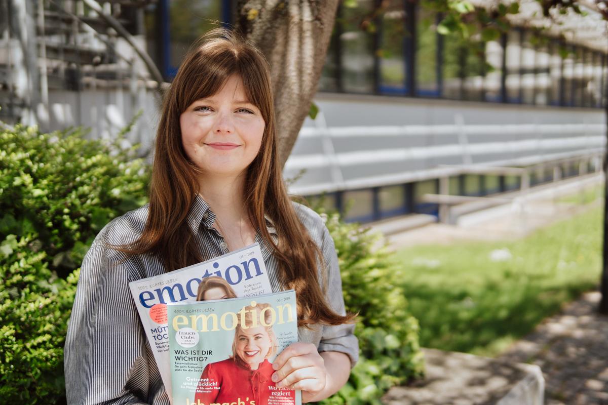 """Bei ihrem Praktikum für das Magazin """"Emotion"""" konnte Maria Preuß nicht nur Redaktionsluft schnuppern, sondern auch aktiv an Artikeln mitarbeiten. Foto: Philipp Sittinger"""