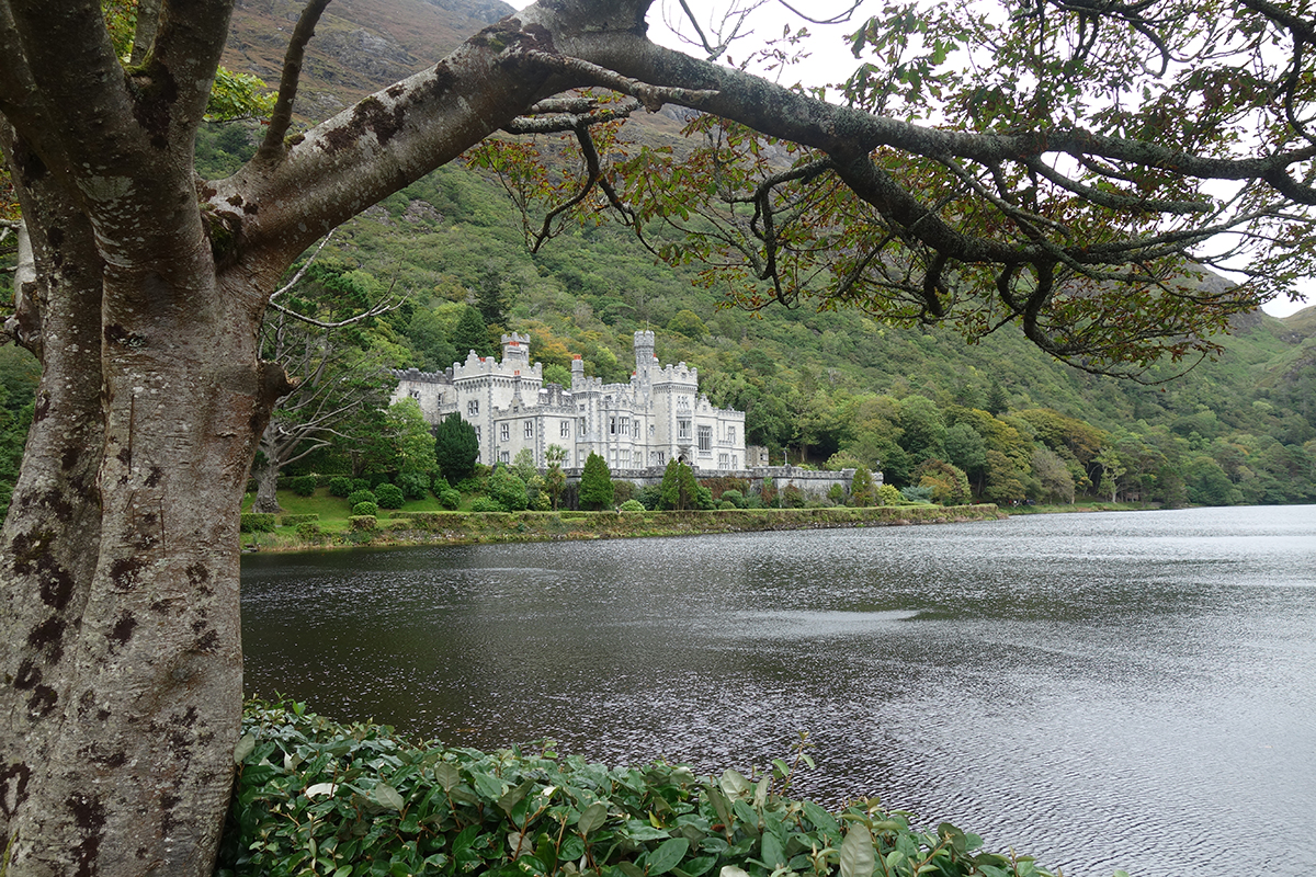 Die Kylemore Abbey in Connemara. Foto: Laura Sistek