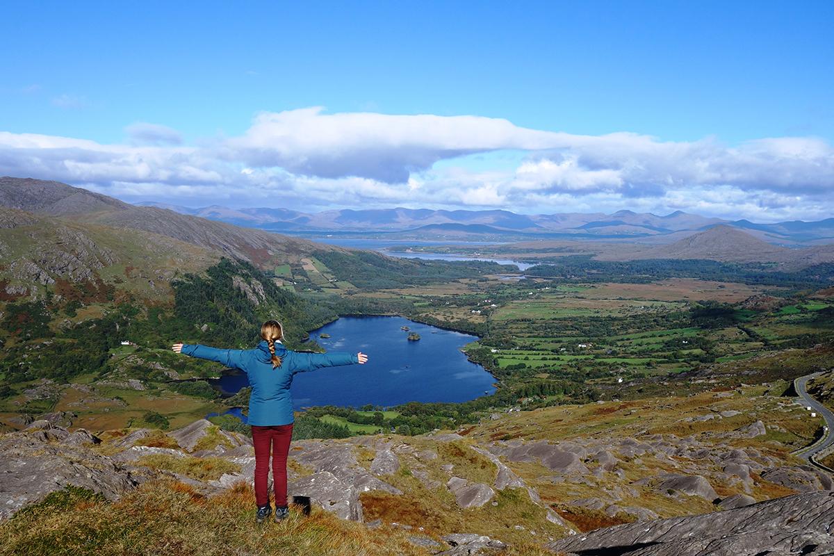 Doch nicht immer ist es in Irland bewölkt und regnerisch, wie man hier amRing of Beara erkennen kann. Foto: Laura Sistek