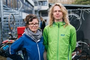 In der Fahrradwerkstatt am Campus Landau helfen Lara Rößler und Julian Winnen Studierenden ihre Fahräder wieder auf Trab zu bringen. Foto: Philipp Sittinger