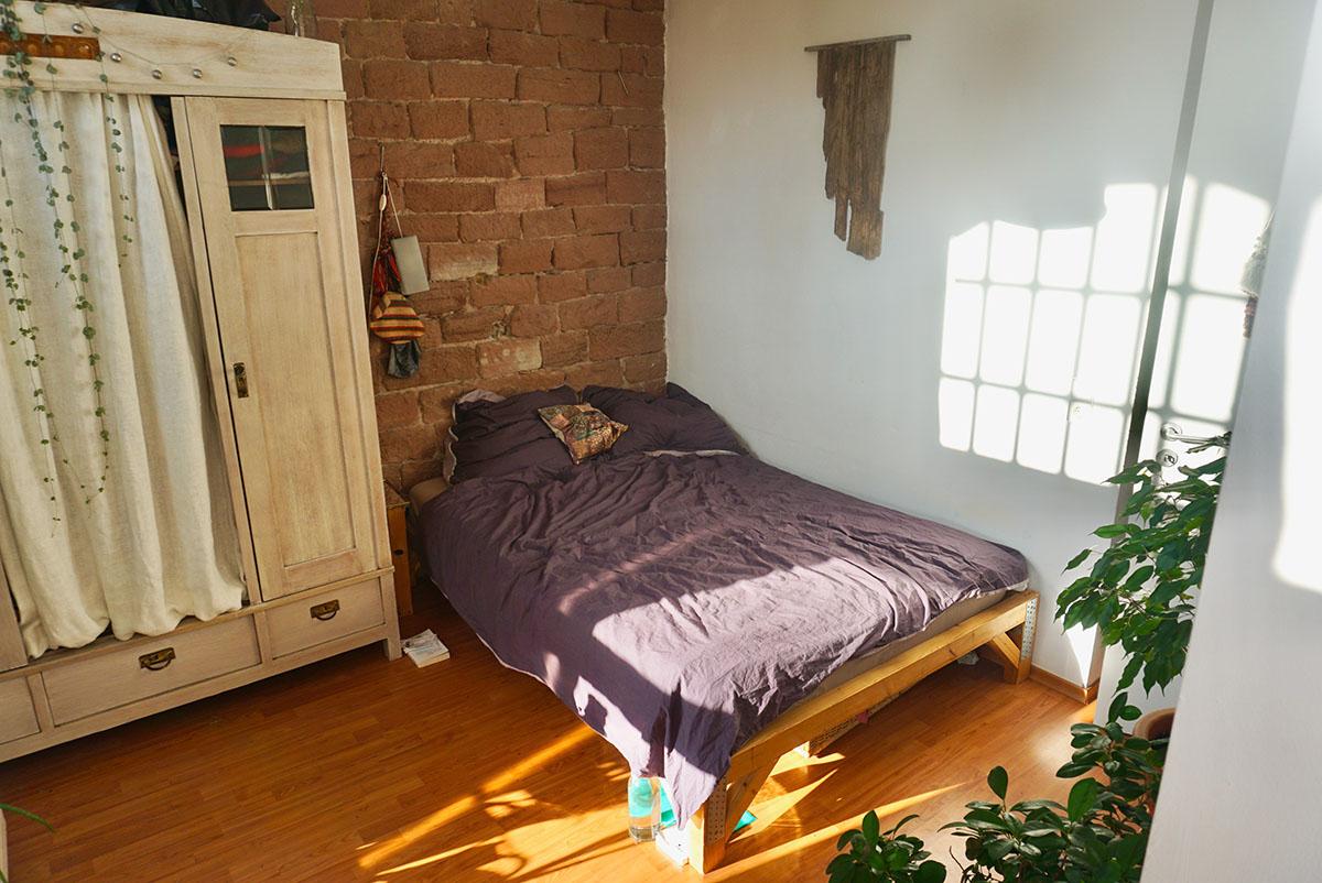 Das Zimmer von Leonie Öttler ist größer als das von Judith Schopp. Öttler hat hier eine gewisse Zeit gemeinsam mit ihrem Freund gewohnt. Foto: Annika Namyslo