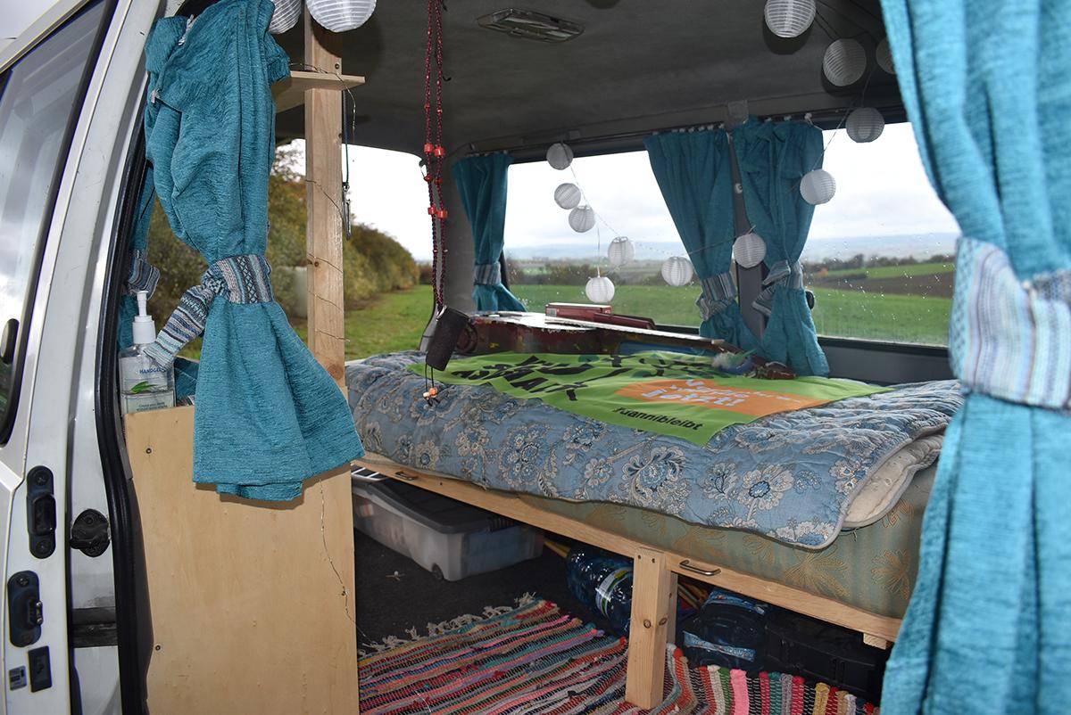 Das Paar hat den Bus selbst ausgebaut. Viel Arbeit, die sich gelohnt hat. Foto: Sarah-Maria Scheid