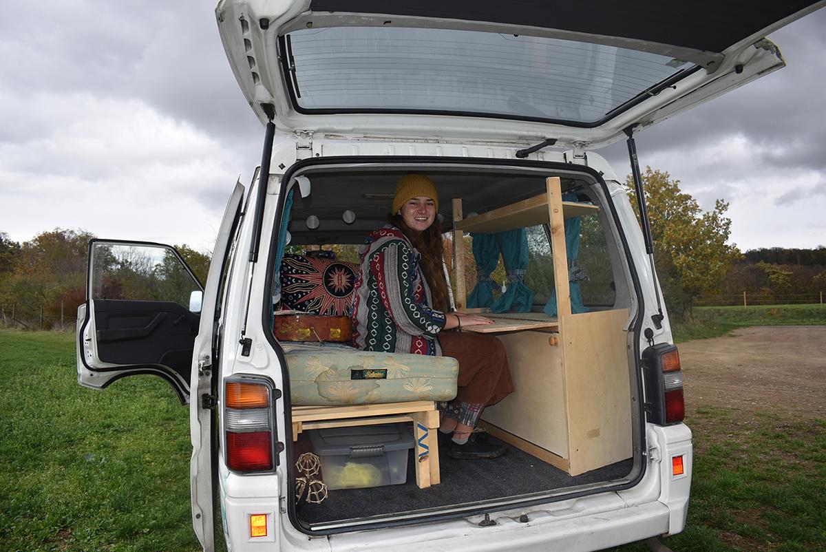 """Sarah Küster beschreibt ihren Bus als """"altes lustiges Faultier"""". Foto: Sarah-Maria Scheid"""