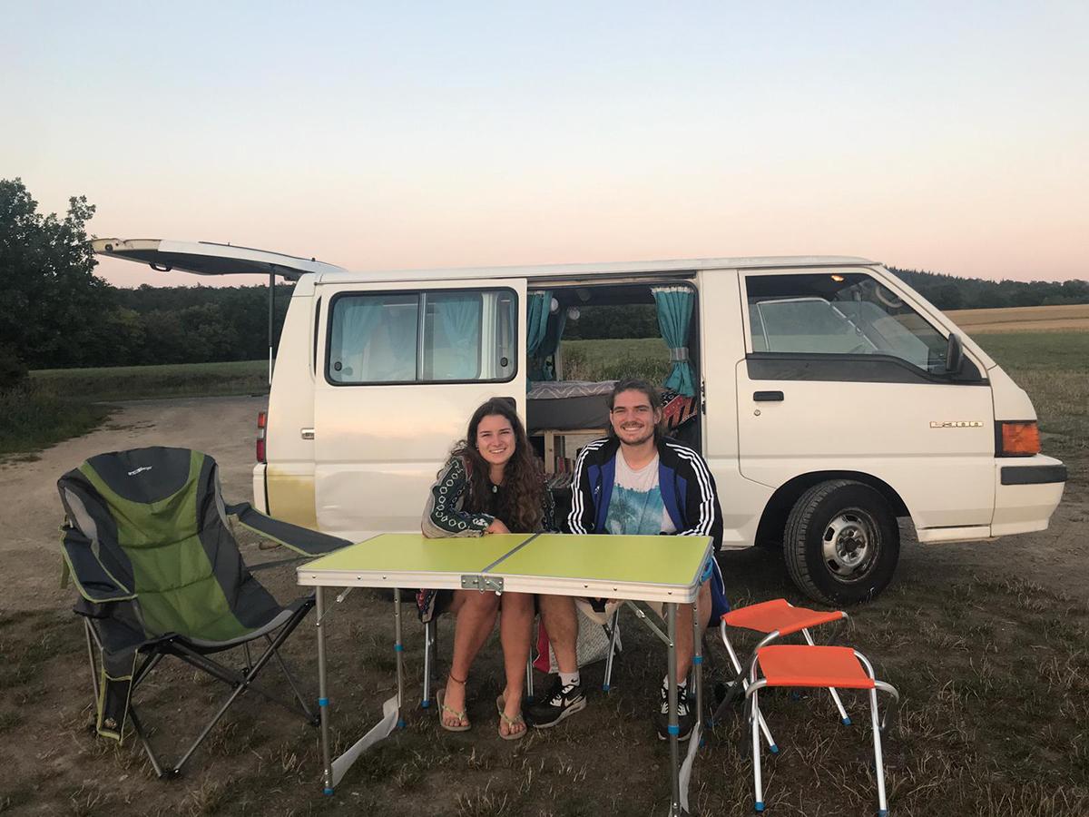 Sarah Künster und ihr Freund Phillip Kuchcinski lieben das Reisen mit wenig Luxus. Foto: privat