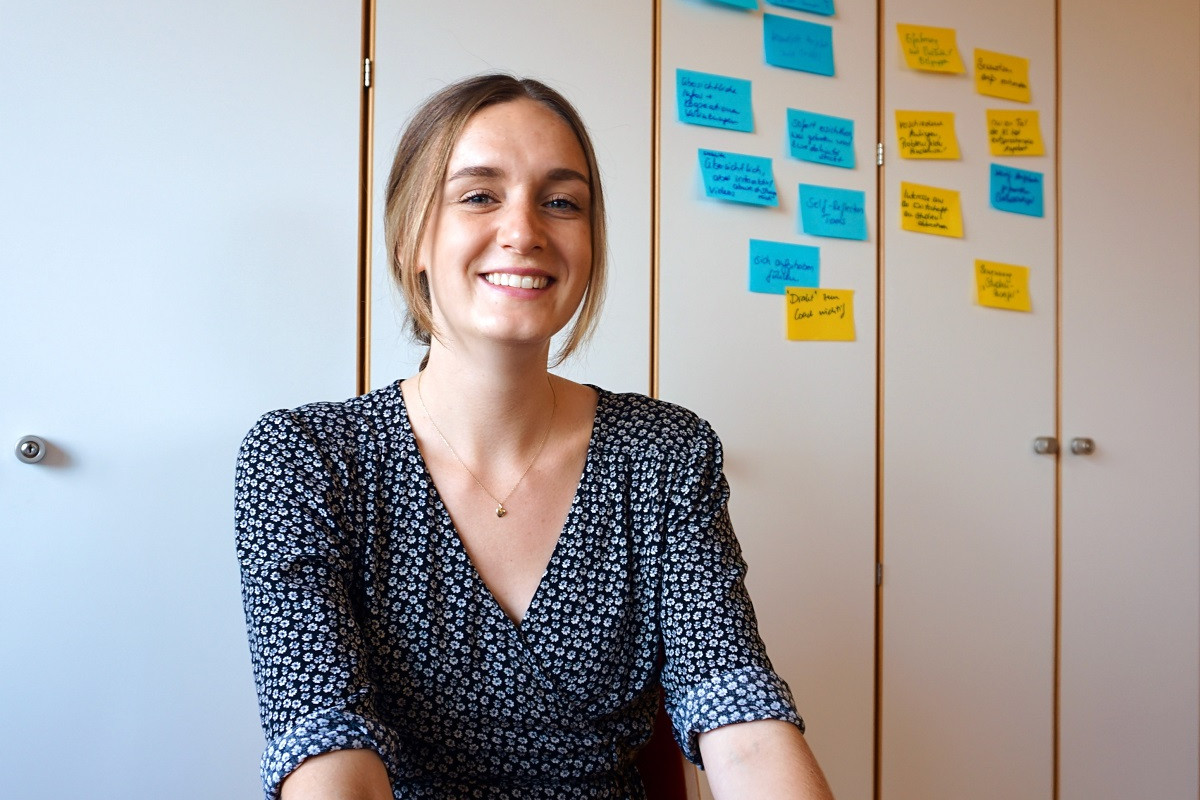 In kreativer, praxisorientierter Atmosphäre übernimmt Judith Keemss neben ihrem Studium unterschiedlichste Aufgaben für das Forschungsprojekt MUniE. Foto: Annika Namyslo