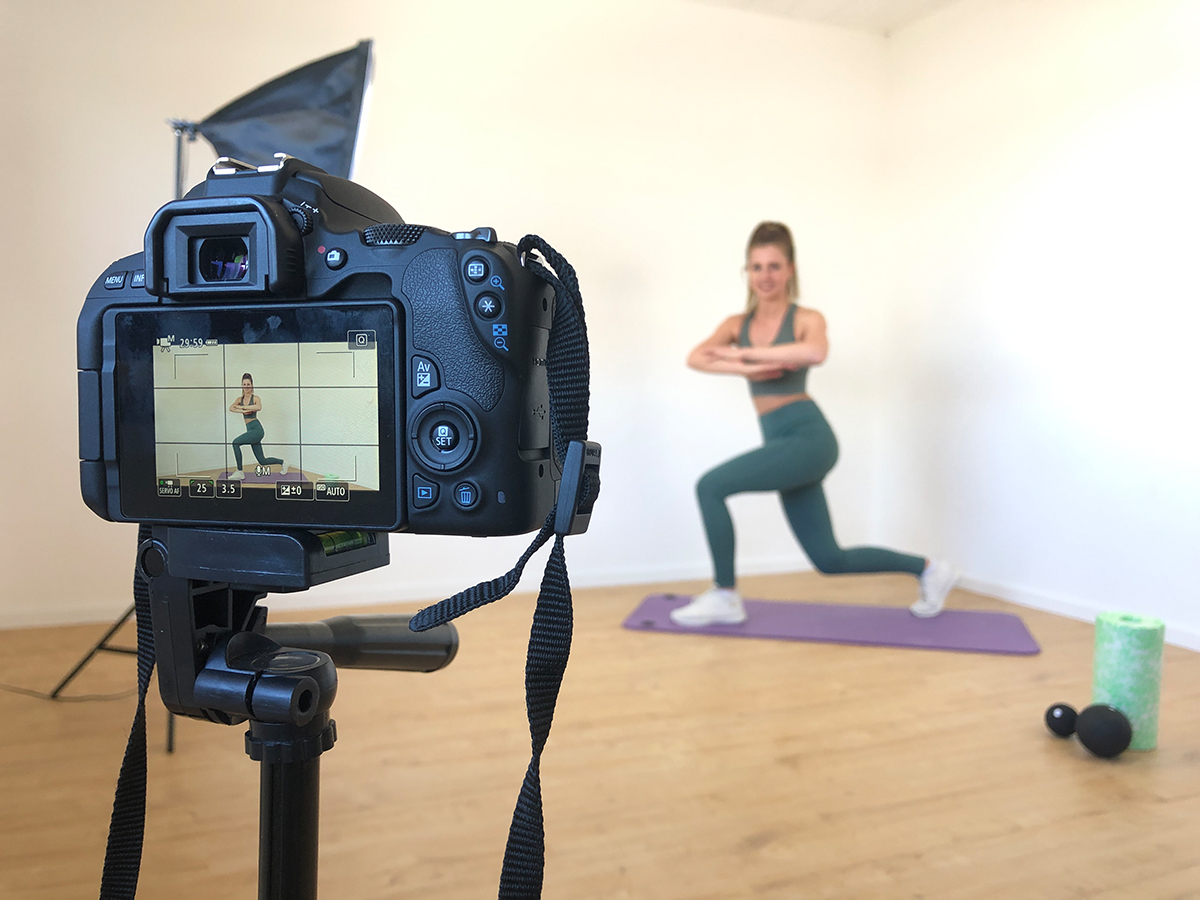Die Aufnahme der Videos fällt Muriqi aufgrund ihrer langen Erfahrung als Trainerin leicht. Foto: Sarah-Maria Scheid