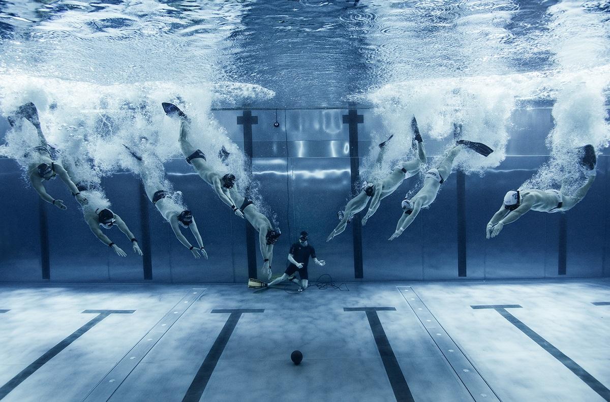 Die Teams bestehen aus jeweils zwölf Sportlern, sechs davon im Wasser, sechs zum Auswechseln bereit. Wichtig dabei: ein langer Atem. Foto: Konstantin Killer
